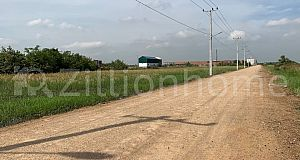 LAND for SALE behind Borey New World Kour Srov on road 20m (have electricity and water already)