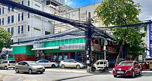 CORNER SHOP HOUSE IN DAUN PENH