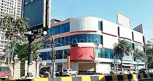 COMMERCIAL BUILDING ON MONIVONG BLVD.
