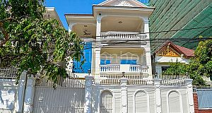 7 BEDROOMS COMMERCIAL VILLA IN DAUN PENH