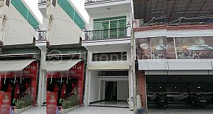 COMMERCIAL SHOPHOUSE IN DAUN PENH